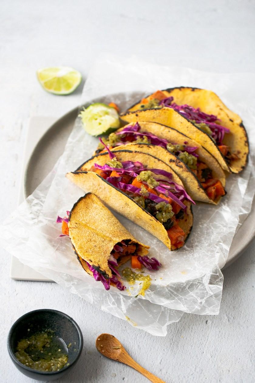 tacos veganos de frijol y camote