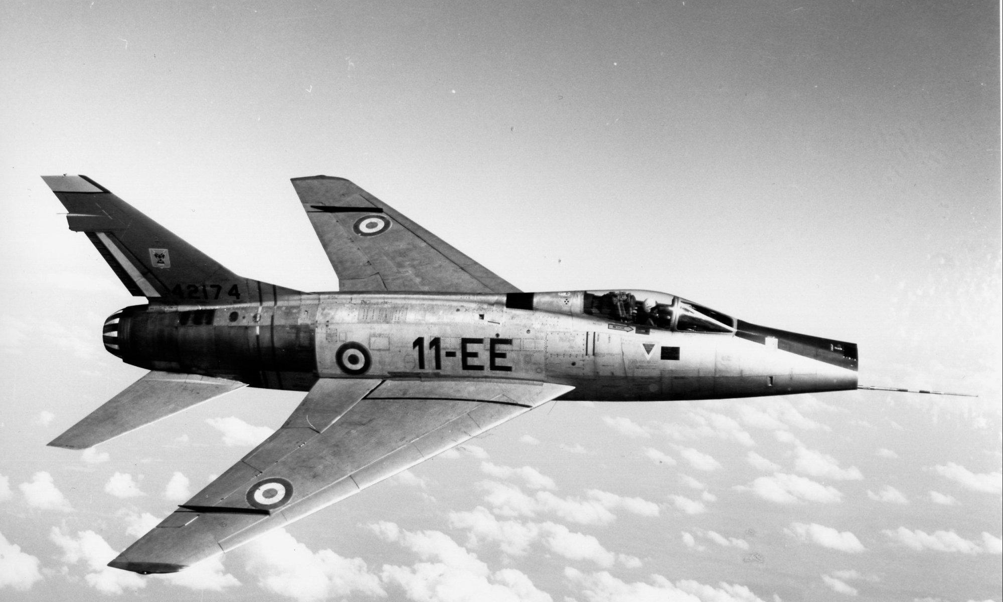 F-100D_11-EE_42174 (retour USAF préservé Midland Air Museum Baginton UK)