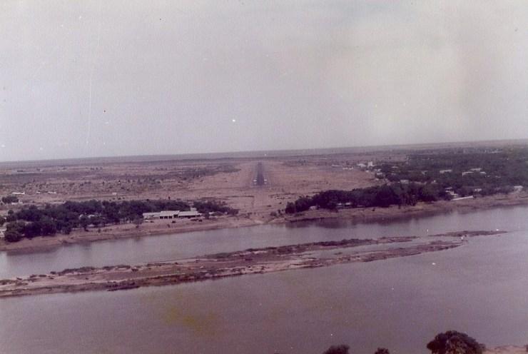 Finale à N'Djamena en piste 25 au dessus du Chari