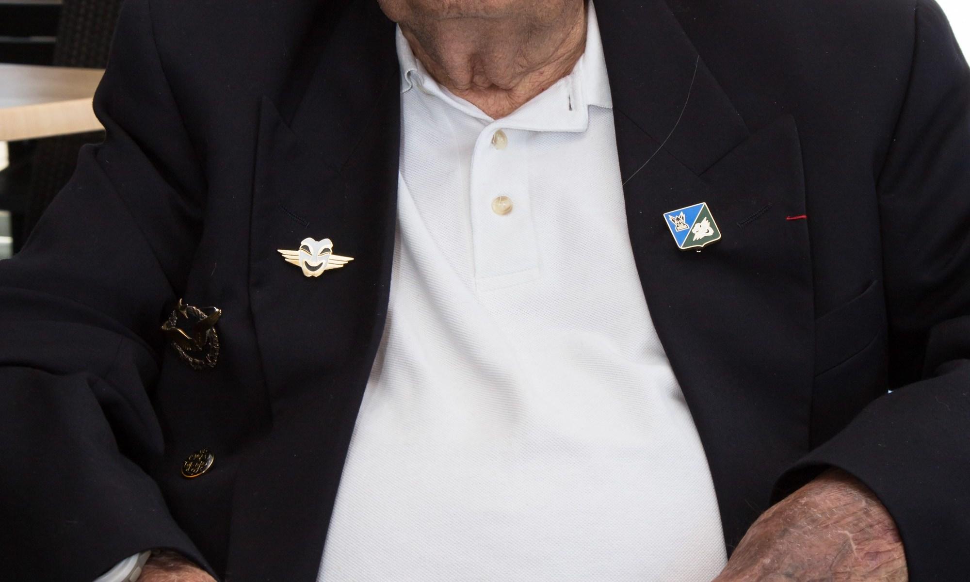 Raymond GABARD, ç_ ans, et son nouvel insigne de la Comédie