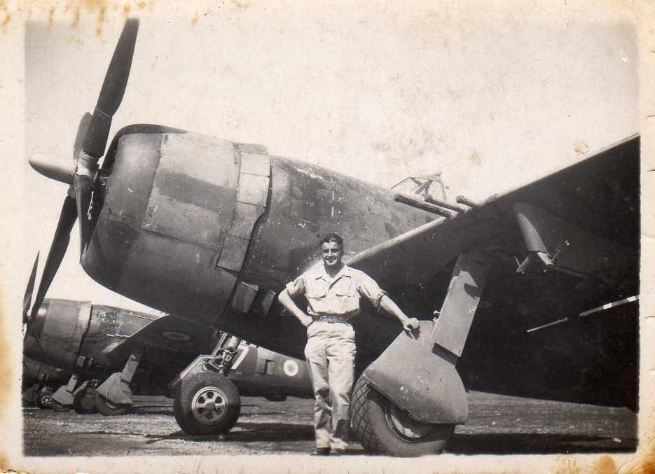 Raymond GABARD à coté se son P47