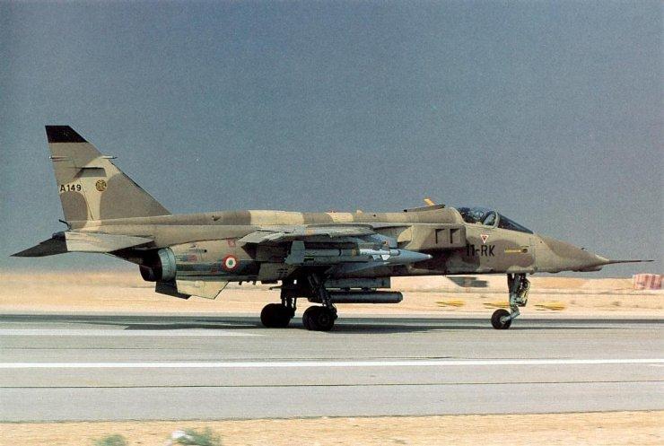 Un Jaguar équipé d'un POD ATLIS et d'un AS 30
