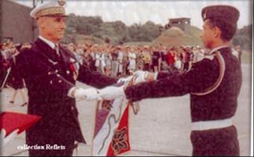 Le général PERON reçoit le fanion de l'escadron 3/11 CORSE