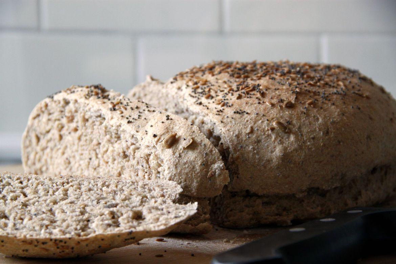 Pan con harina de espelta y semillas   Pimienta y Purpurina