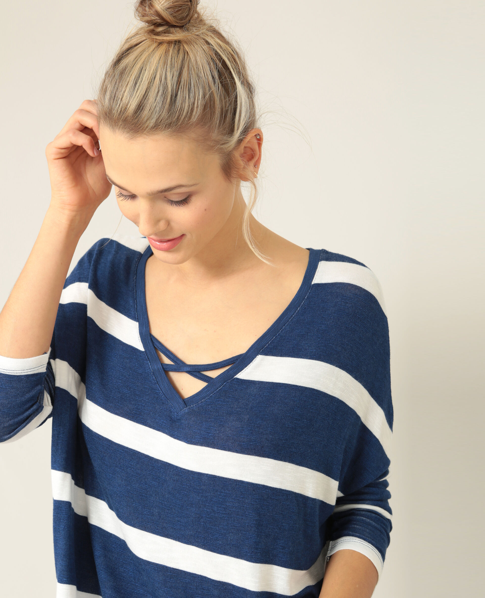T-shirt a righe blu marino