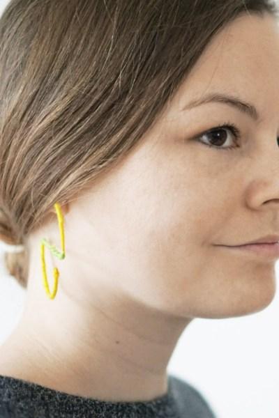 bunte DIY Ohrringe mit Fäden umwickeln - DIY Schmuck