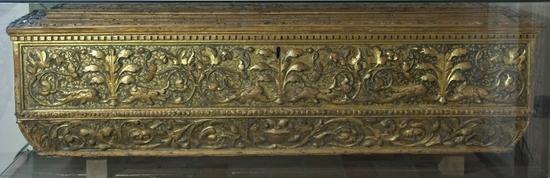 Anonimo toscano (Sec. XV), Cassone in legno intagliato e dorato
