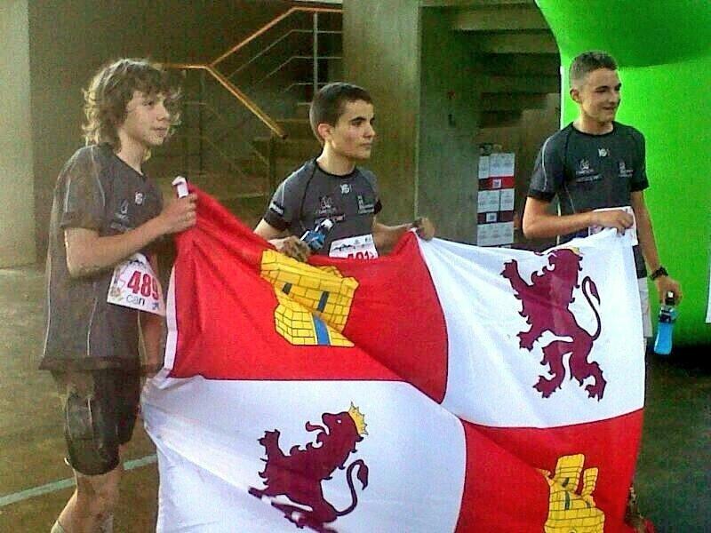 Elgar, primero por la izquierda, con otros participantes de la región.