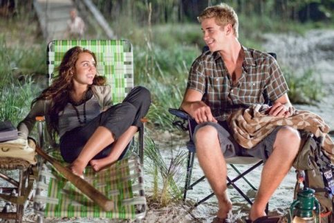 Miley Cyrus as Veronica 'Ronnie' Miller with Liam Hemsworth as Will Blakelee star in Julie Anne Robinson drama 'The Last Song.'