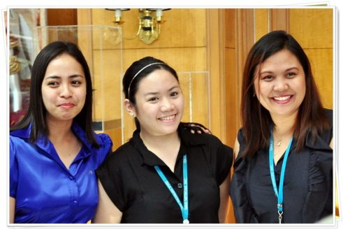 Ms Hannah Dumaual and our 2 pretty tour guides