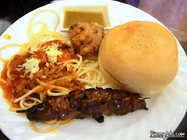 Kids' meal: spaghetti, burger, chicken and pork barbecue