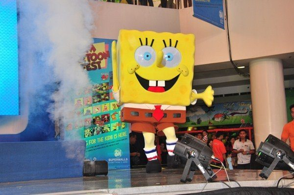 : SpongeBob SquarePants taps and twirls with the crowd during the launch of the SM Cartoon Fest at SM City Fairview