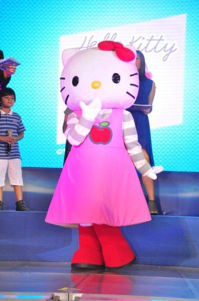 Adorable Hello Kitty character makes a come back this summer to entertain SM Supermalls shoppers