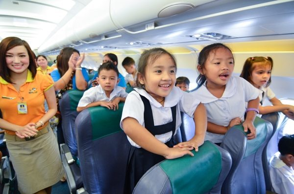 "Young students enjoyed their first experience aboard an aircraft with GMA Kapuso Foundation and Cebu Pacific's ""Dreams on Flight"" project."
