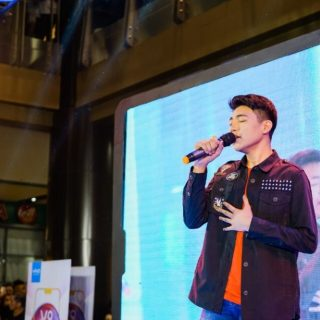 Darren Espanto and TJ Monterde brought smiles to Cebuanos at the Vivo V9 Mall Tour Cebu leg