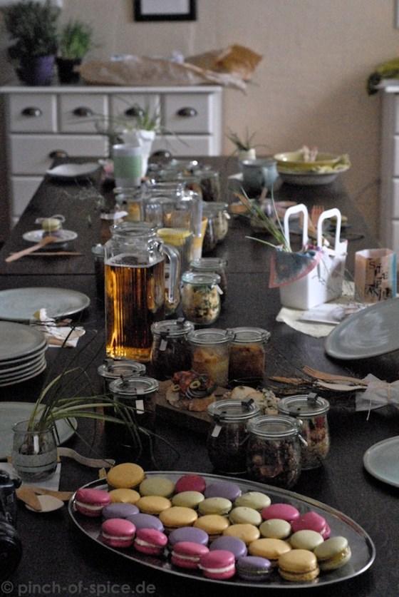 Tisch mit Leckereien