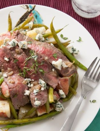 This potato, green bean, and steak salad is topped with blue cheese and has a vinaigrette dressing so delicious you'll want to lick the plate. | Pinch Me, I'm Eating!