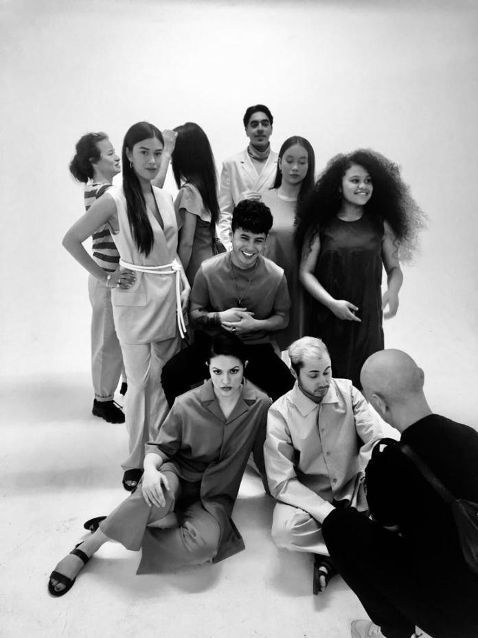 Zullen we alvast erg vrolijk worden: de cover-shoot van de nieuwe PINDAH*