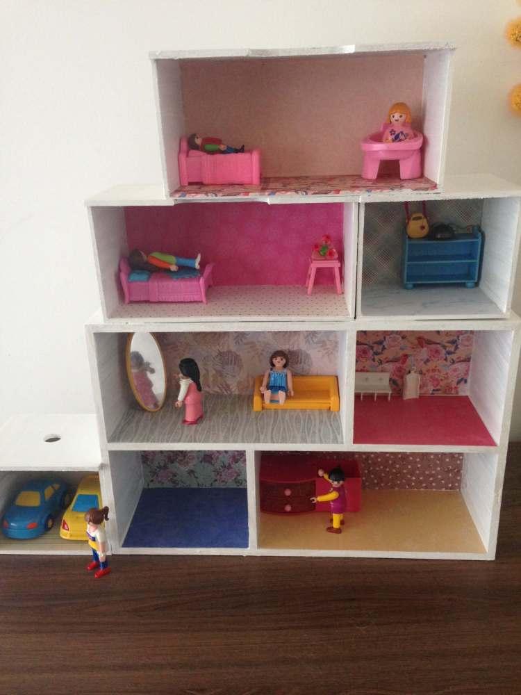 Poppenhuis zelf maken - DIY poppenhuis voor kinderen - spelen met playmobil