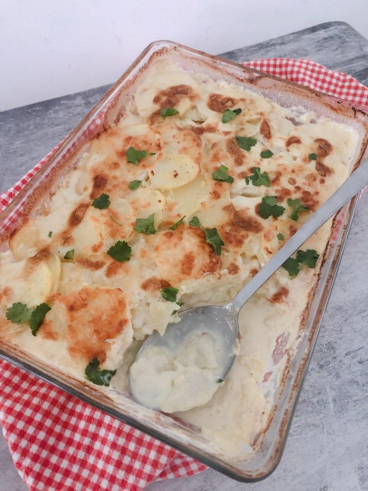 Gemakkelijke simpele aardappelgratin met look recept uit de oven maken gratin
