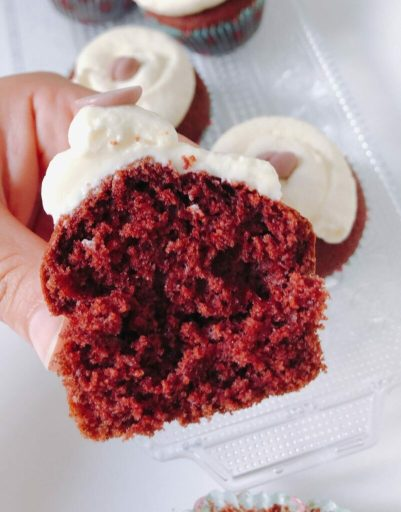 Red velvet cupcakes met decadente roomkaas topping