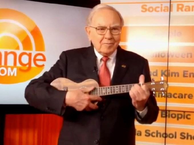 Warren Buffett tocando el Ukelele