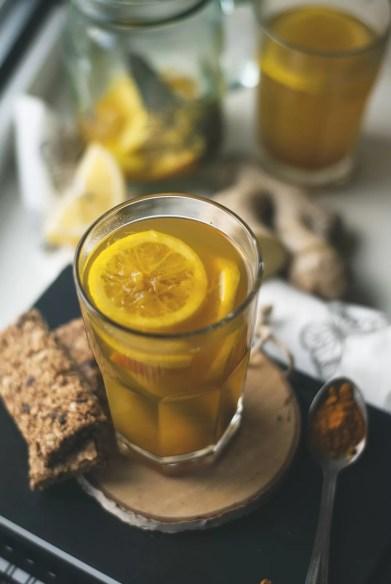 herbata z imbirem i kurkumą