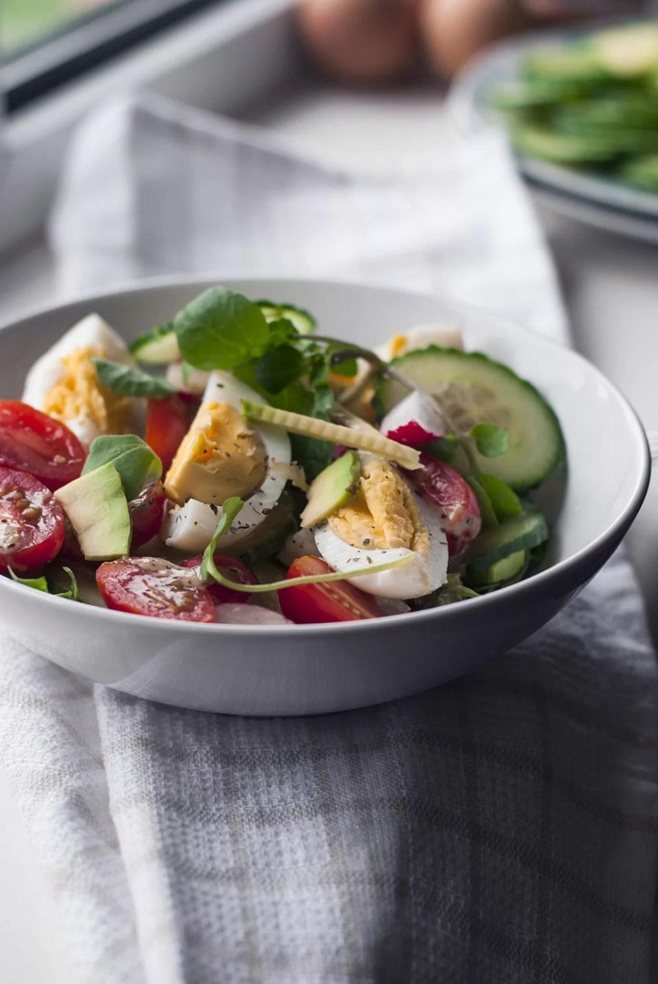 Pomysly na lunch do pracy salatka z awokado