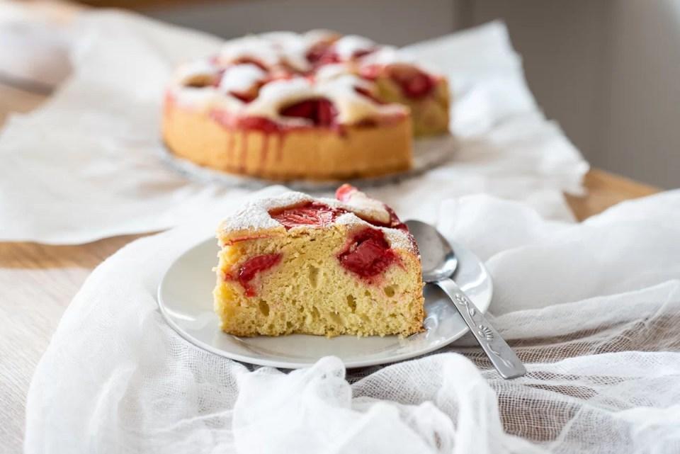 Ciasto na oleju z truskawkami