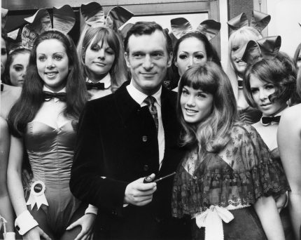 5th September 1969:  Hugh Hefner, head of the Playboy Clubs on a visit to his London club in Park Lane, London. With him is his 19 year old girl friend Barbara Benton and a group of Bunny Girls.  (Photo by Central Press/Getty Images)