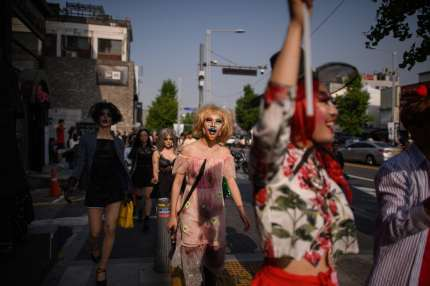 TOPSHOT - In a photo taken on May 26, 2018 participants of the 'Seoul Drag Parade' march in the Itaewon district of Seoul. - South Korea held its first ever drag parade this weekend, a small but significant step for rights activists in a country that remains deeply conservative when it comes to gender and sexuality. (Photo by Ed JONES / AFP)        (Photo credit should read ED JONES/AFP/Getty Images)