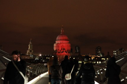 HIV campaign: London's iconic St. Paul's Cathedral turns Red on World AIDS Day 2010