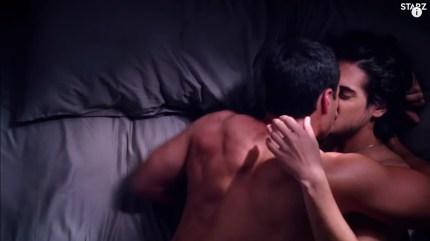 Las escenas de sexo de Avan Jogia y Tyler Posey.  besándose en ahora apocalipsis