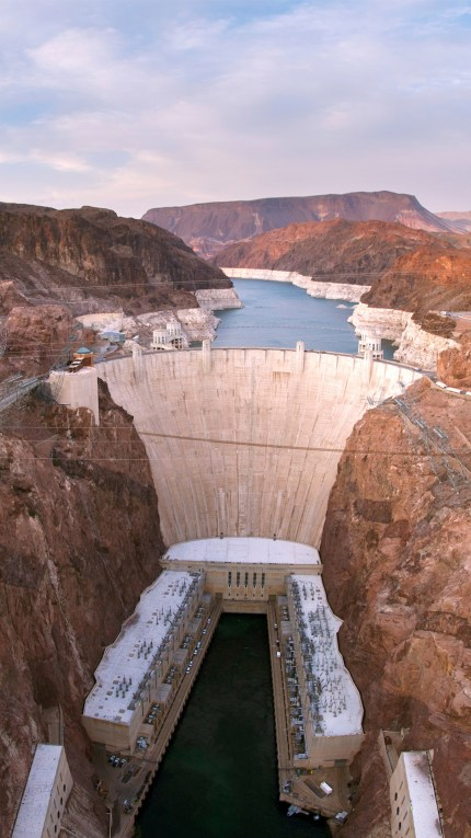 Hoover-Dam-1080x1920.jpg?resize=430%2C765&ssl=1