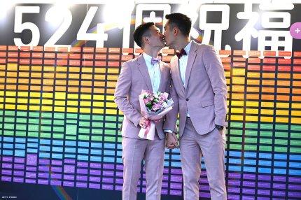 Taiwan's first gay divorce announced three weeks after first marriage
