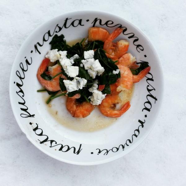 Ik had nog wat spinazie over, dus heb er lekker verse garnalen en wat kaas bij gedaan. Super lekkere lunch!