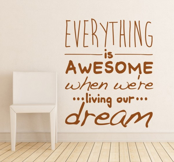 tekst muursticker everything is awesome 6013 600x561 - Positief denken