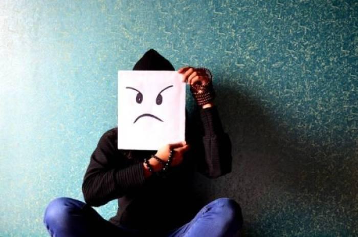 masker kwaad pixabay389940 960x720 - Aangenaam, wij zijn Familie Knotsgek!