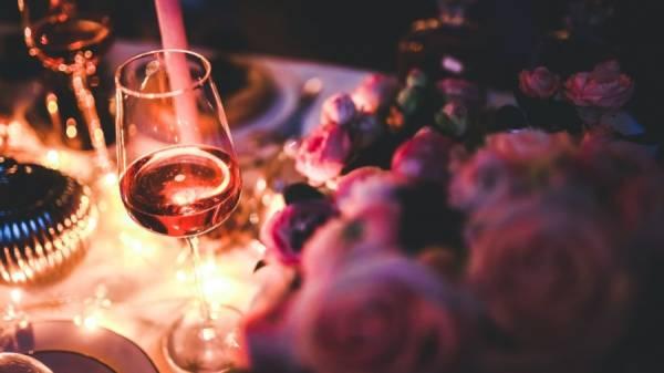 Wat is toch die love affaire van vrouwen met wijn?