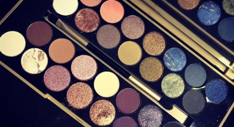 Makeup Revolution Fortune Favours The Brave Eyeshadow Palette review India