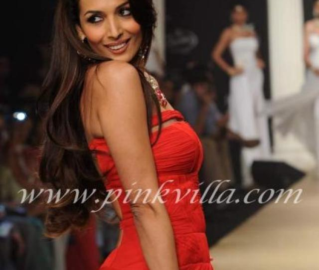Malaika Arora Walks The Ramp At Iijs I Want That Necklace And Bracelet She Looks Lovely