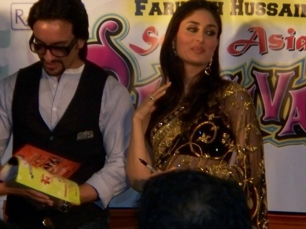 Kareena Kapoor & Saif Ali Khan at the South Asian Carnival - Chicago 89527