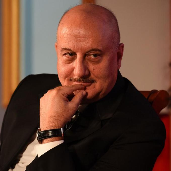 Karan Johar's Dharma Productions forgets to tag Anupam Kher in KKHH post; Star says Hum bhi the film mein dost