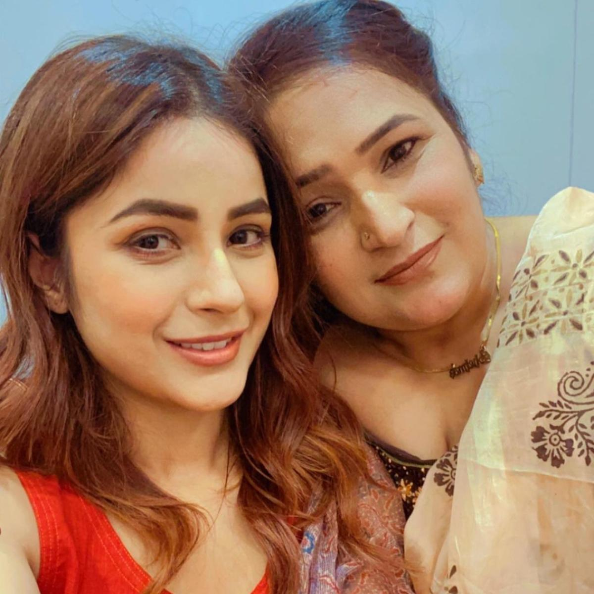 Shehnaaz Gill's adorable pics with her mom