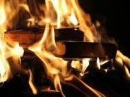 Meglio bruciarli, i libri....