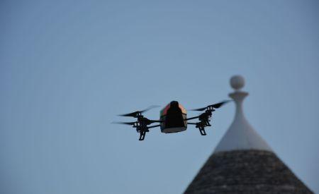 Drone AR.2.0 in volo sui trulli di Masseria Serralta, Locorotondo, Puglia (photo Pino Bruno)