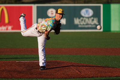 Peter Hoffman pitches for the Kokomo Jackrabbits