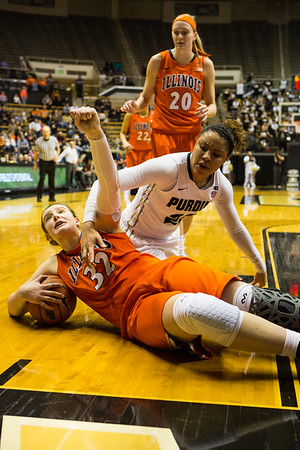 Chatrice White calls for a timeout during a scramble for a loose ball with Liza Clemons
