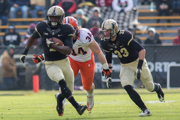 Akeem Hunt runs for 62 yards and a score against Illinois while Danny Antrhop blocks for him
