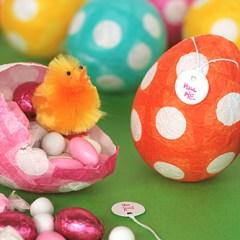 Cómo hacer Huevos de Pascua de Papel Maché